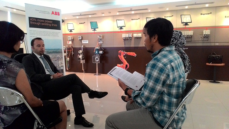 <a  style='text-decoration: none; font-weight:bold;' href=http://www.redwhitecommunication.com:80/index.php/_home/news/id/ODU=.php>ABB Indonesia Adakan Exclusive Interview Bersama Jan Stuerzl, Manager ABB untuk Unit Bisnis Grids In</a>
